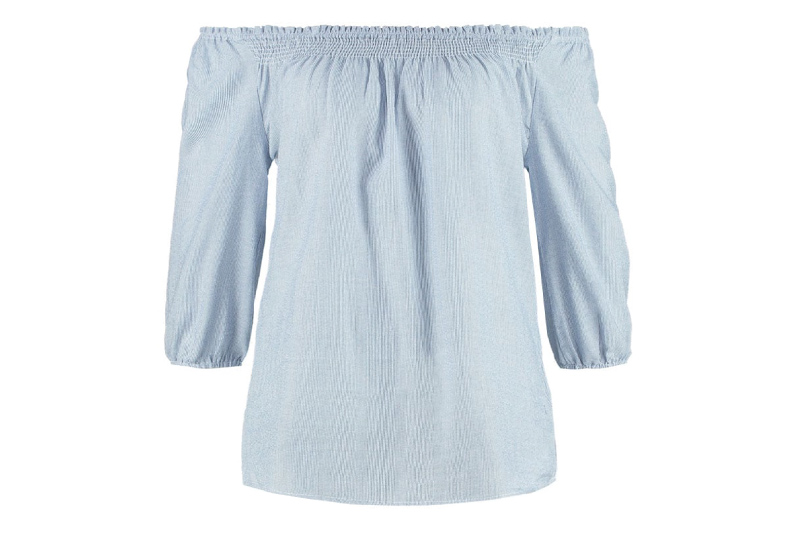 The traditional blouse Pilla is ideal for traditional Madl. The blouse is held in typical rural check pattern. A cheeky shoulder detail makes the blouse particularly sexy. Naughty puffed sleeves and buttoned straps perfect the rustic look.