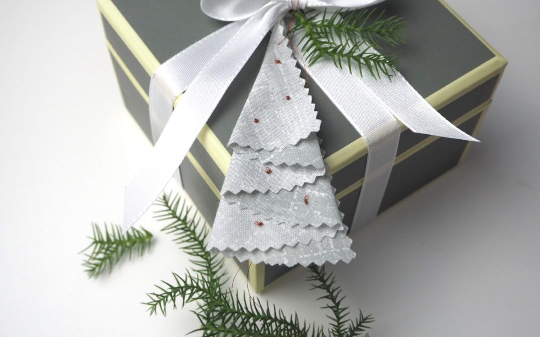 {DIY} – Die schnellsten Weihnachtsanhänger aus Stoff