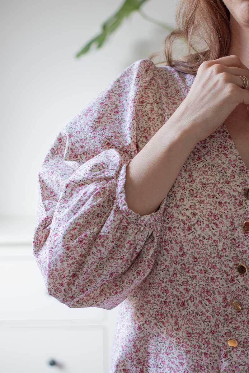 genähte Bluse Norma von Fibremood aus Baumwoll-Popeline mit Blütendruck